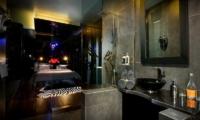 Bedroom and En-Suite Bathroom - Niconico Mansion - Seminyak, Bali