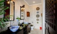 En-Suite Bathroom with Mirrors - Niconico Mansion - Seminyak, Bali