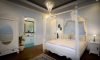 Four Poster Bed with Wooden Floor - Niconico Mansion - Seminyak, Bali