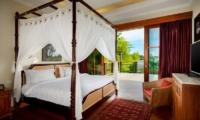Bedroom and Balcony - Niconico Mansion - Seminyak, Bali