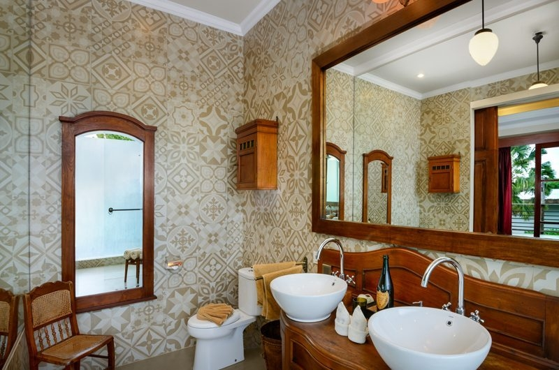 His and Hers Bathroom with Mirror - Niconico Mansion - Seminyak, Bali