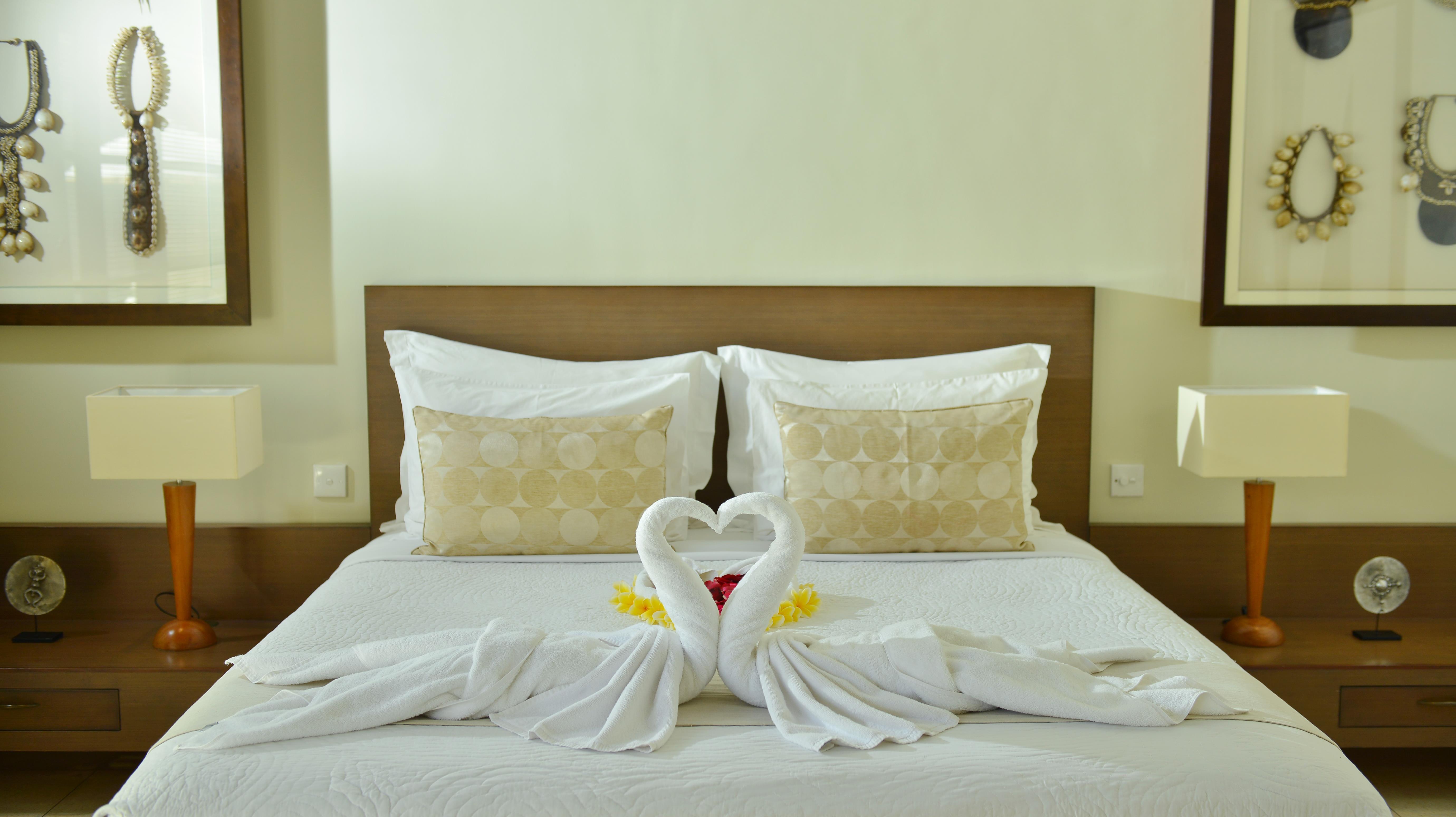 Bedroom with Table Lamps - Nyaman Villas - Seminyak, Bali
