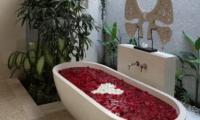 Romantic Bathtub Set Up - Nyaman Villas - Seminyak, Bali