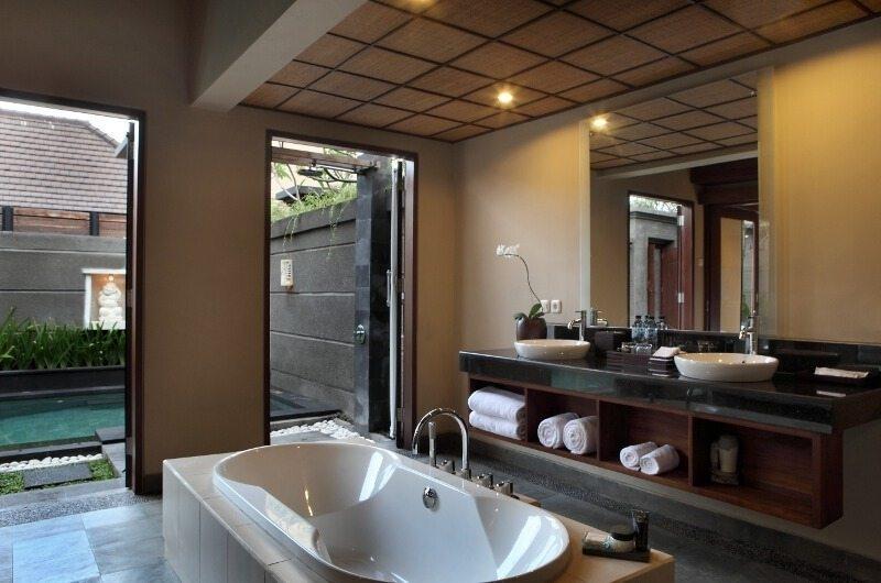 En-Suite Bathroom with Bathtub - Nyuh Bali Villas - Seminyak, Bali