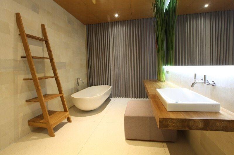 Bathtub - One Eleven - Seminyak, Bali