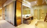 En-Suite Bathroom with Bathtub - One Eleven - Seminyak, Bali