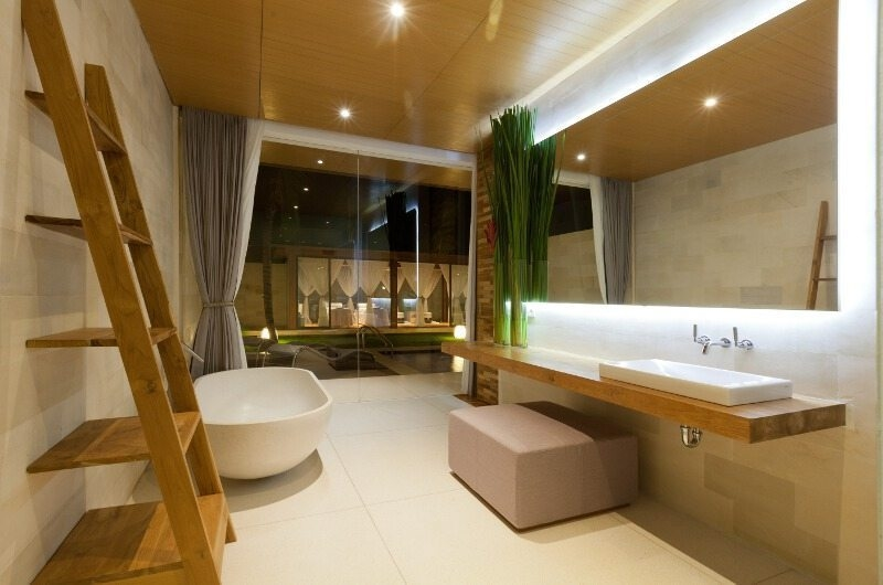 Bathroom with Bathtub - One Eleven - Seminyak, Bali