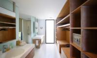 His and Hers Bathroom with Walk-In Wardrobe - Opera Villa - Nusa Lembongan, Bali