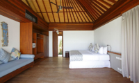 Bedroom with Sofa - Opera Villa - Nusa Lembongan, Bali