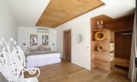 Bedroom with a Chair - Opera Villa - Nusa Lembongan, Bali
