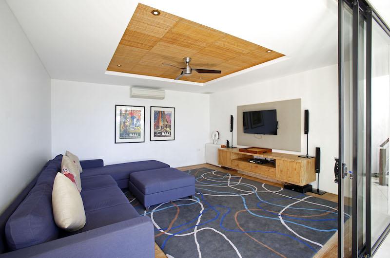 Lounge Area with TV - Opera Villa - Nusa Lembongan, Bali