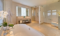 En-Suite Bathroom with Bathtub - Pandawa Cliff Estate - Ungasan, Bali