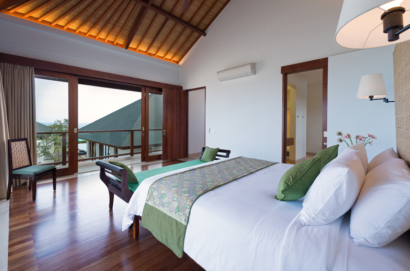 Bedroom with Wooden Floor - Pandawa Cliff Estate Villa Marie - Ungasan, Bali