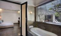 Bedroom and Bathroom - Peppers Seminyak - Seminyak, Bali