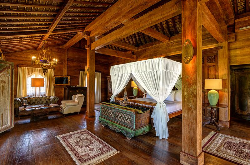 Spacious Bedroom with Wooden Floor - Permata Ayung Biora House - Ubud, Bali