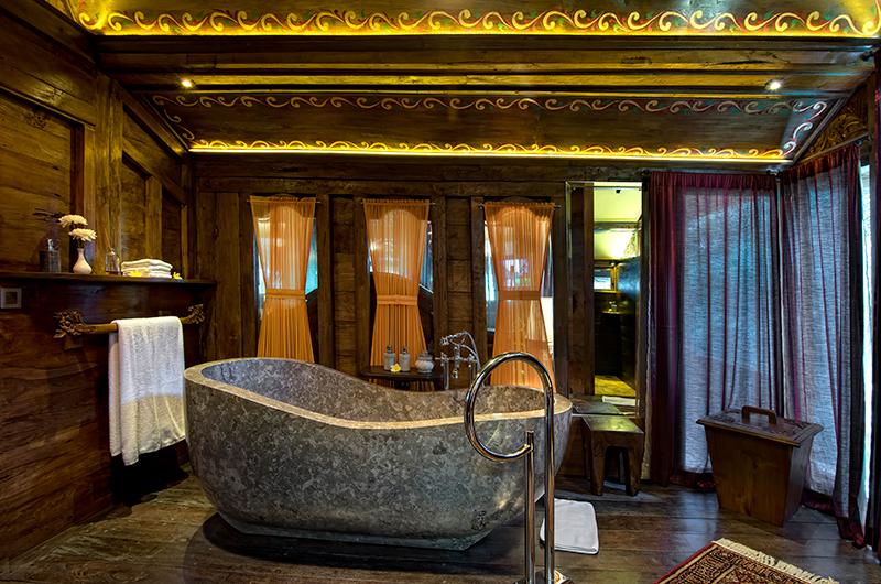 En-Suite Bathroom with Bathtub - Permata Ayung Gladak House - Ubud, Bali