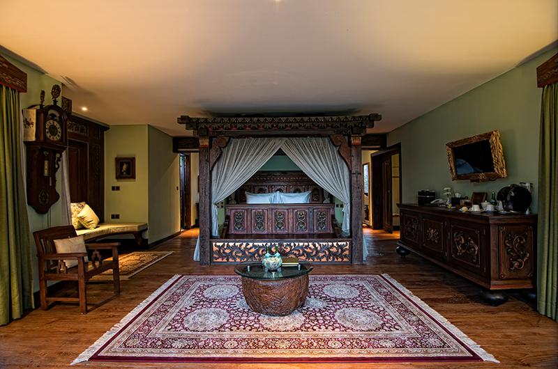 Spacious Bedroom with Seating Area - Permata Ayung Kudus Joglo House - Ubud, Bali