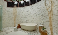 Semi Open Bathroom with Bathtub - Pure Villa Bali - Canggu, Bali