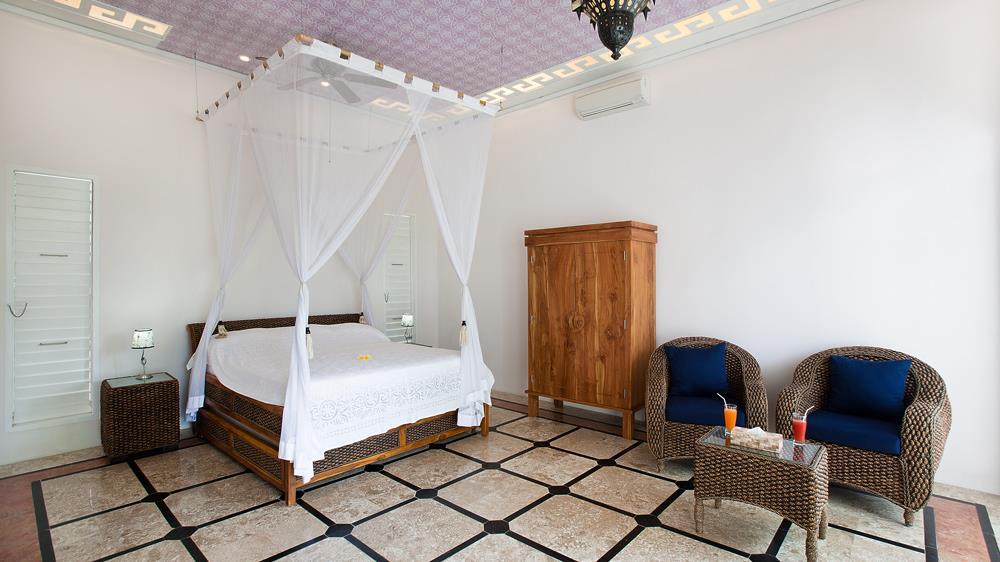 Bedroom with Mosquito Net - Puri Nirwana - Gianyar, Bali