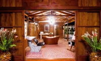 En-Suite Bathroom with Bathtub - Puri Nirwana - Gianyar, Bali
