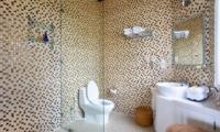 Bathroom with Mirror - Puri Nirwana - Gianyar, Bali