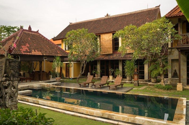 Reclining Sun Loungers - Rumah Bali - Seminyak, Bali
