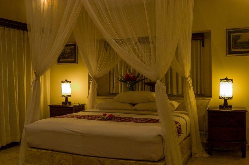 Bedroom with Mosquito Net - Rumah Bali - Seminyak, Bali
