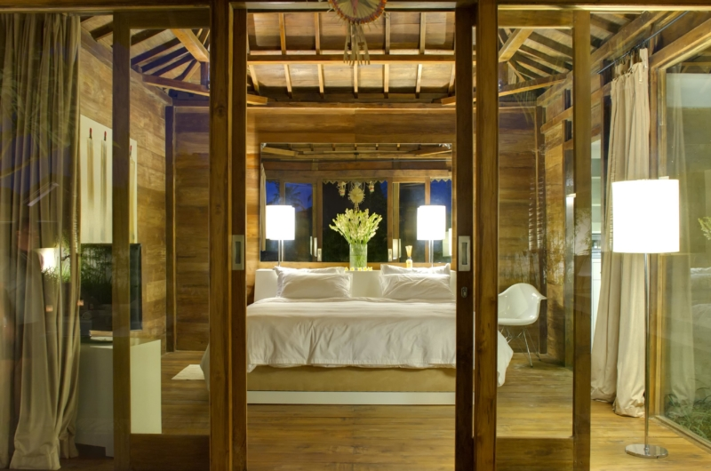 Bedroom with Wooden Floor - Sahana Villas - Seminyak, Bali