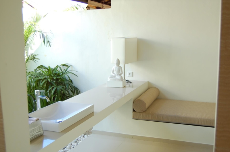 Bathroom with Seating Area - Sahana Villas - Seminyak, Bali