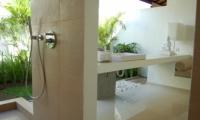 Semi Open Bathroom - Sahana Villas - Seminyak, Bali