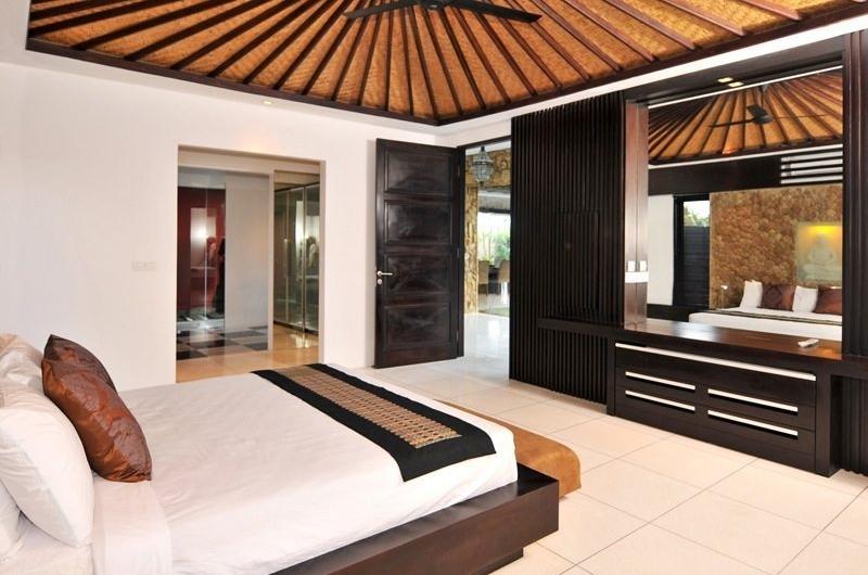 Bedroom with Mirror - Samudra Raya Villa - Kerobokan, Bali