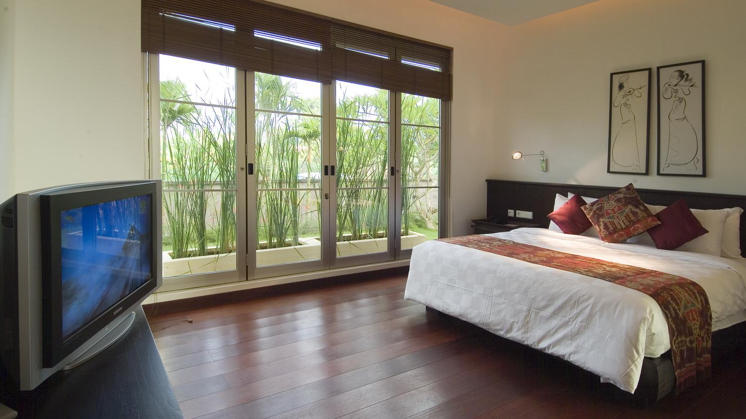 Spacious Bedroom with TV - Sanur Residence - Sanur, Bali
