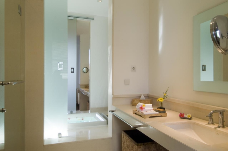 Bathroom with Mirror - Sanur Residence - Sanur, Bali