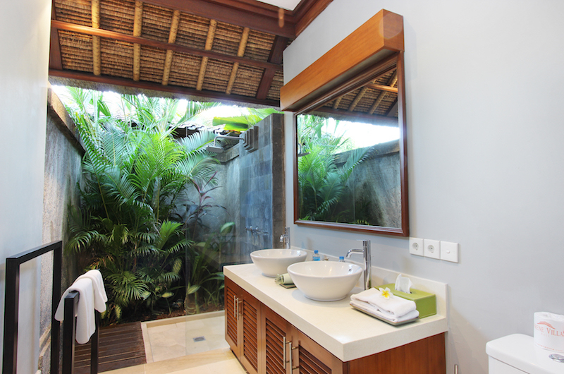 His and Hers Bathroom - Serene Villas Acacia - Seminyak, Bali