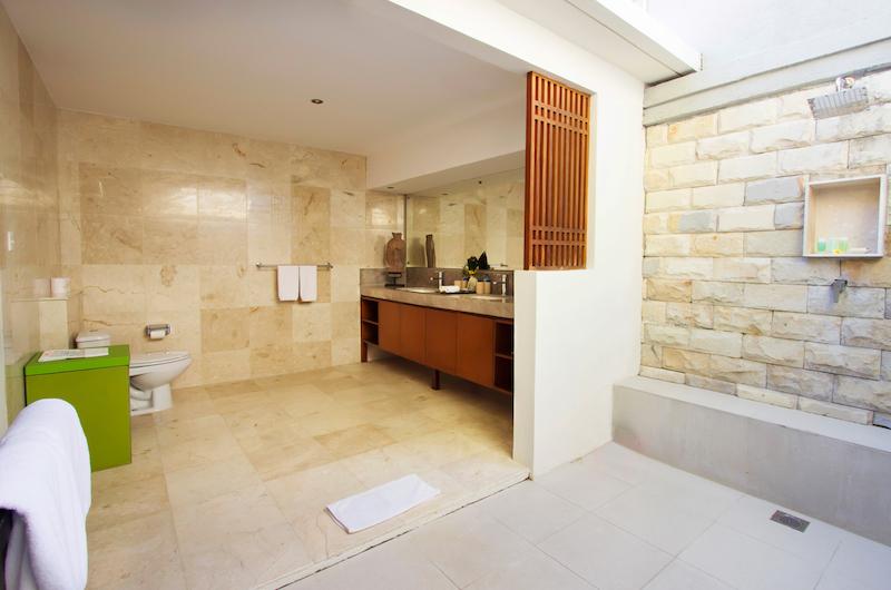 Semi Open Bathroom - Serene Villas Hibiscus - Seminyak, Bali