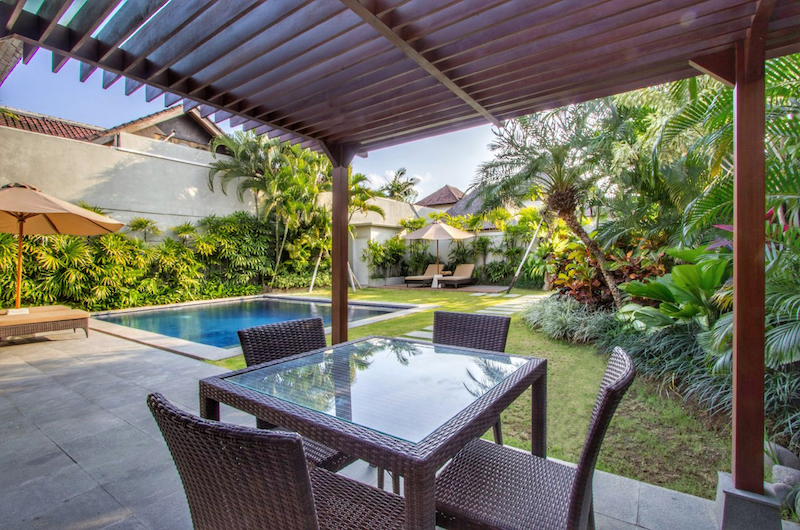 Dining Area with Pool View - Serene Villas Hibiscus - Seminyak, Bali