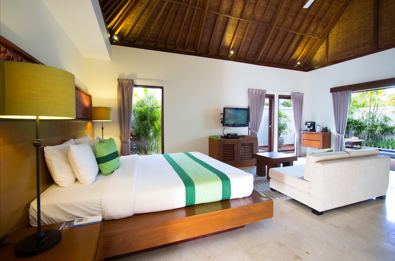 Bedroom with Sofa and Pool View - Serene Villas Lotus - Seminyak, Bali