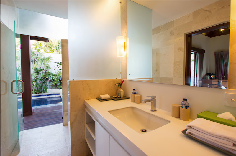 Bathroom with Pool View - Serene Villas Lotus - Seminyak, Bali