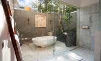 Semi Open Bathroom with Bathtub - Seseh Beach Villas - Seseh, Bali