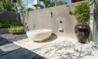 Outdoor Bathtub with Rose Petals - Seseh Beach Villa 1 - Seseh, Bali