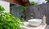 Outdoor Bathtub with View - Seseh Beach Villas - Seseh, Bali