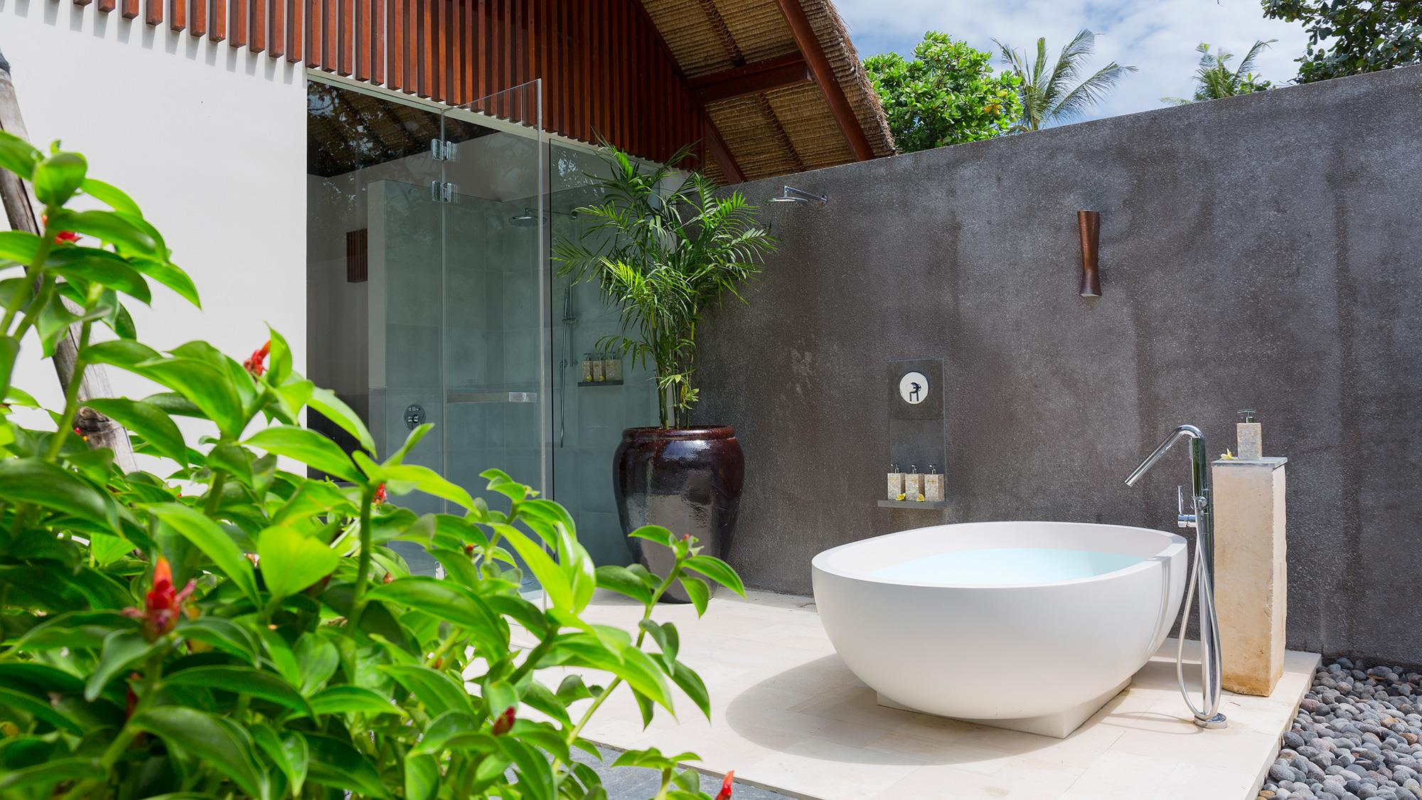Outdoor Bathtub with Plants - Seseh Beach Villa 1 - Seseh, Bali
