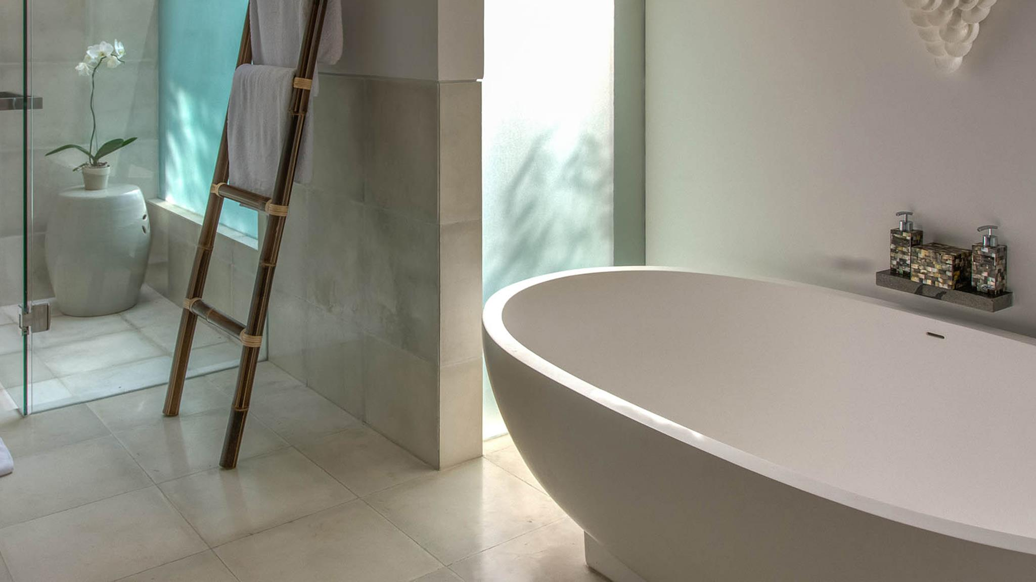 Bathroom with Bathtub - Seseh Beach Villa 2 - Seseh, Bali