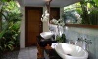 Semi Open Bathroom with Mirror - Seseh Beach Villa 2 - Seseh, Bali