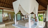 Bedroom and En-Suite Bathroom - Shalima Makanda - Seseh, Bali