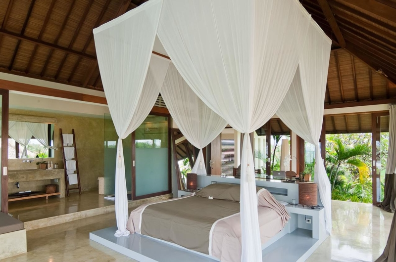 Bedroom and En-Suite Bathroom - Shalimar Villas - Seseh, Bali