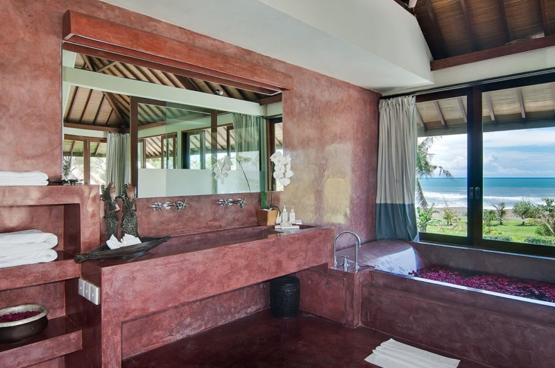 Bathroom with Bathtub - Shalimar Villas - Seseh, Bali