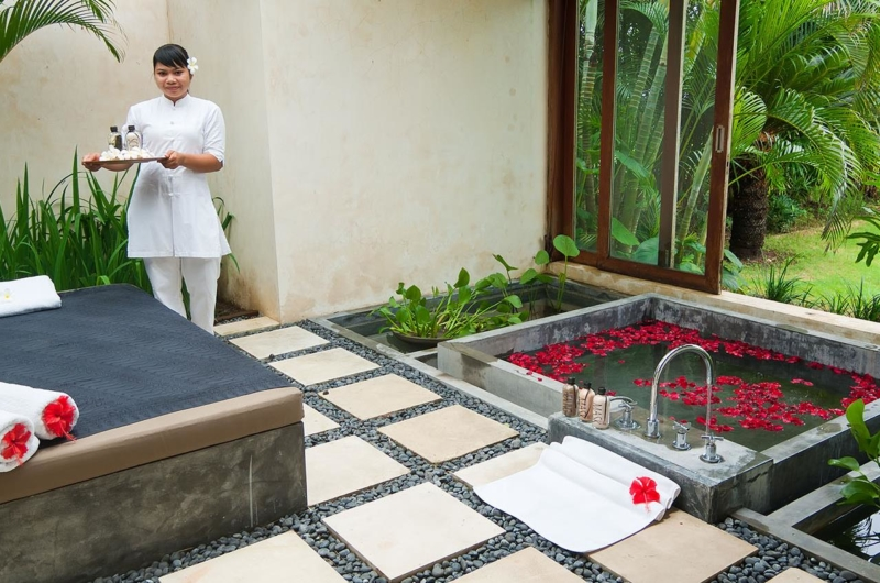 Romantic Bathtub Set Up - Shalimar Villas - Seseh, Bali