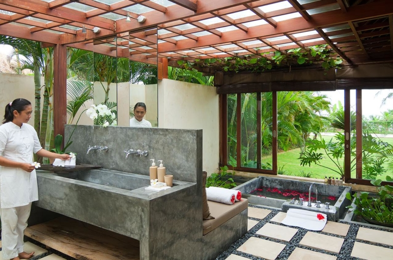 Semi Open Romantic Bathtub Set Up - Shalimar Villas - Seseh, Bali