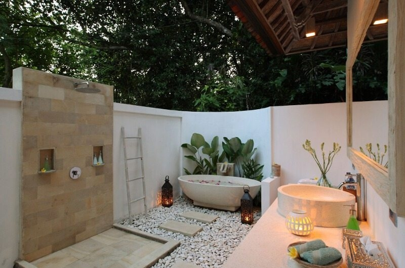 Open Plan Bathroom with Bathtub - Shamballa Moon - Ubud, Bali